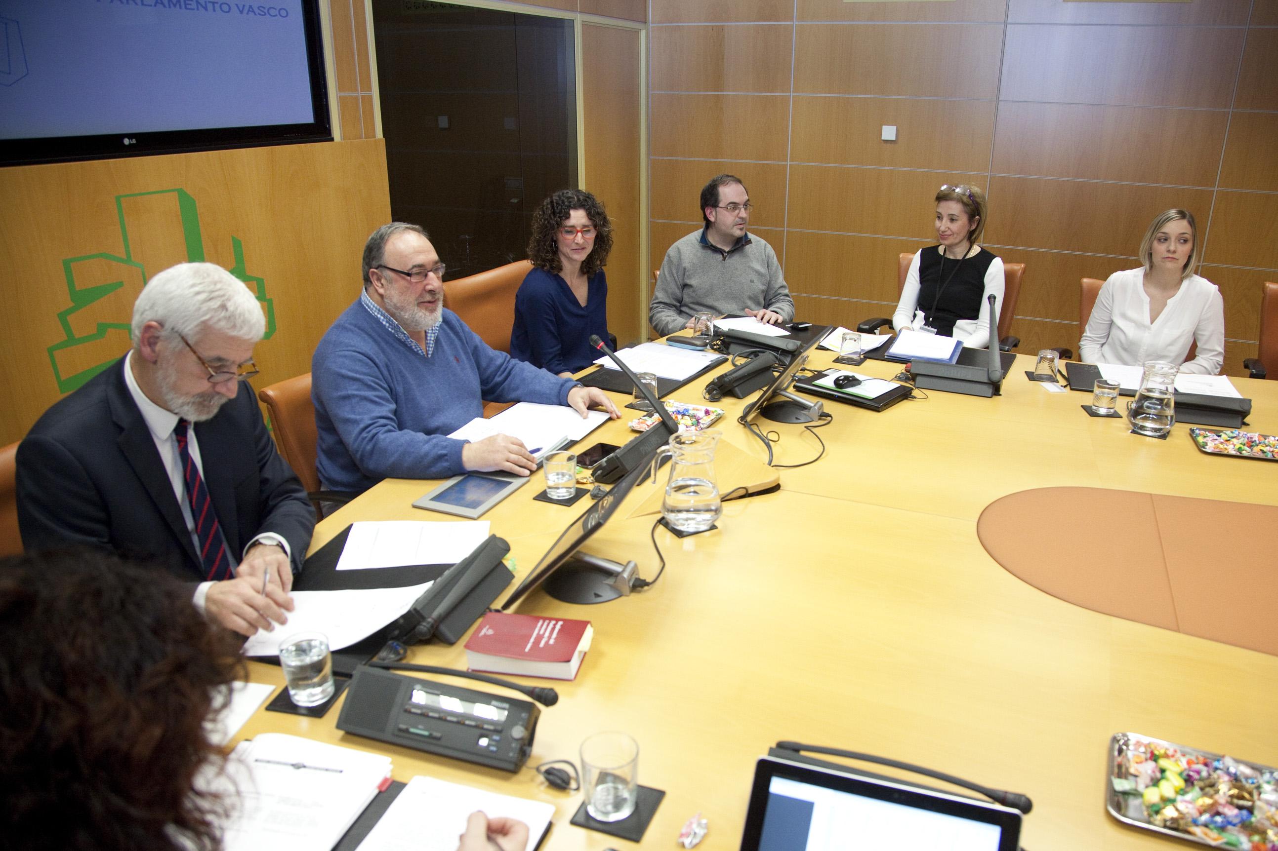 2017.02.21 Hiru Hamabi - Parlamento Vasco Eusko Legebiltzarra